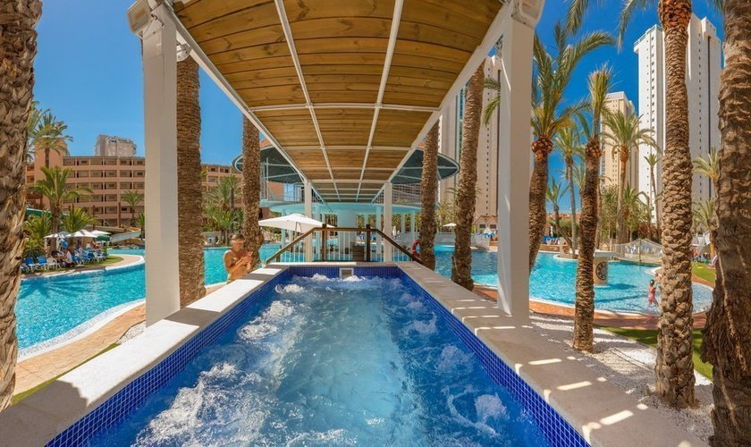 Outdoor Jacuzzi Magic Tropical Splash Aparthotel Benidorm