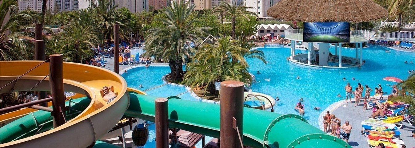 Toboganes Magic Aqua Experience™ y pantalla LED gigante Magic Tropical Splash Aparthotel